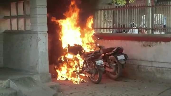 हिंदी समाचार |डाकखाना में वकीलों से बवाल, कई...
