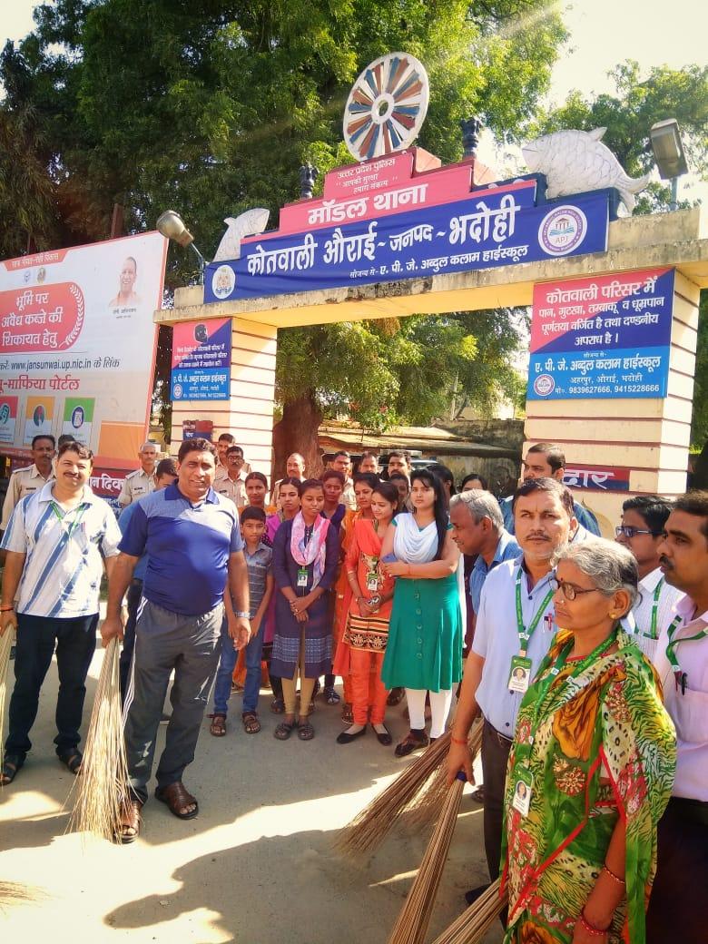 हिंदी समाचार | औराई प्रभारी निरीक्षक सुनील दत्त दुबे (सिंघम) ने दिया स्वच्छ भारत बनाने का संदेश