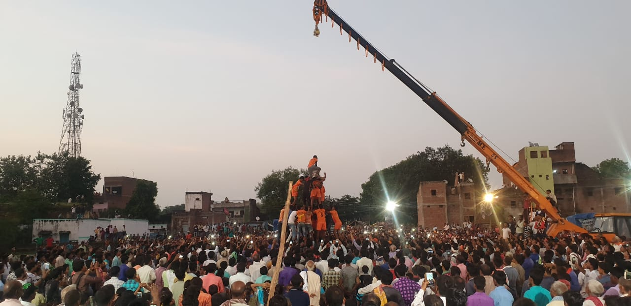 हिंदी समाचार |सुरियावा मे मटकी फोड़ मे उमड़ा...