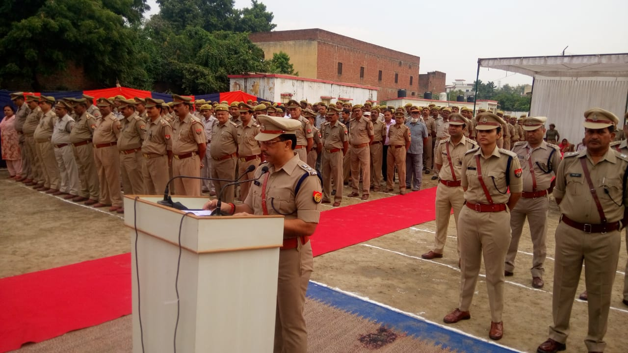 हिंदी समाचार  पुलिस स्मृति दिवस पर शोक परेड...