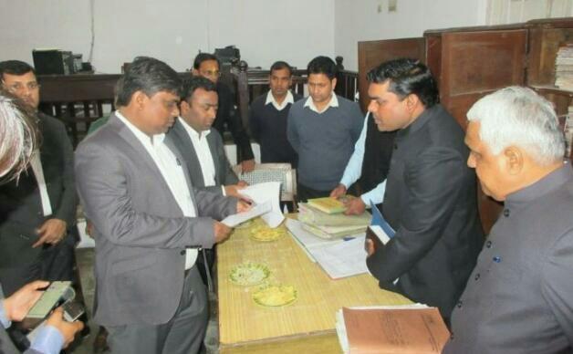 हिंदी समाचार |कलेक्ट्रेट में कमिश्नर ने...