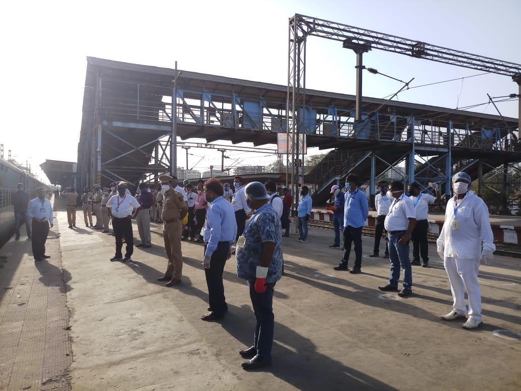 हिंदी समाचार |भिवंडी रोड़ रेल्वे स्टेशन से...