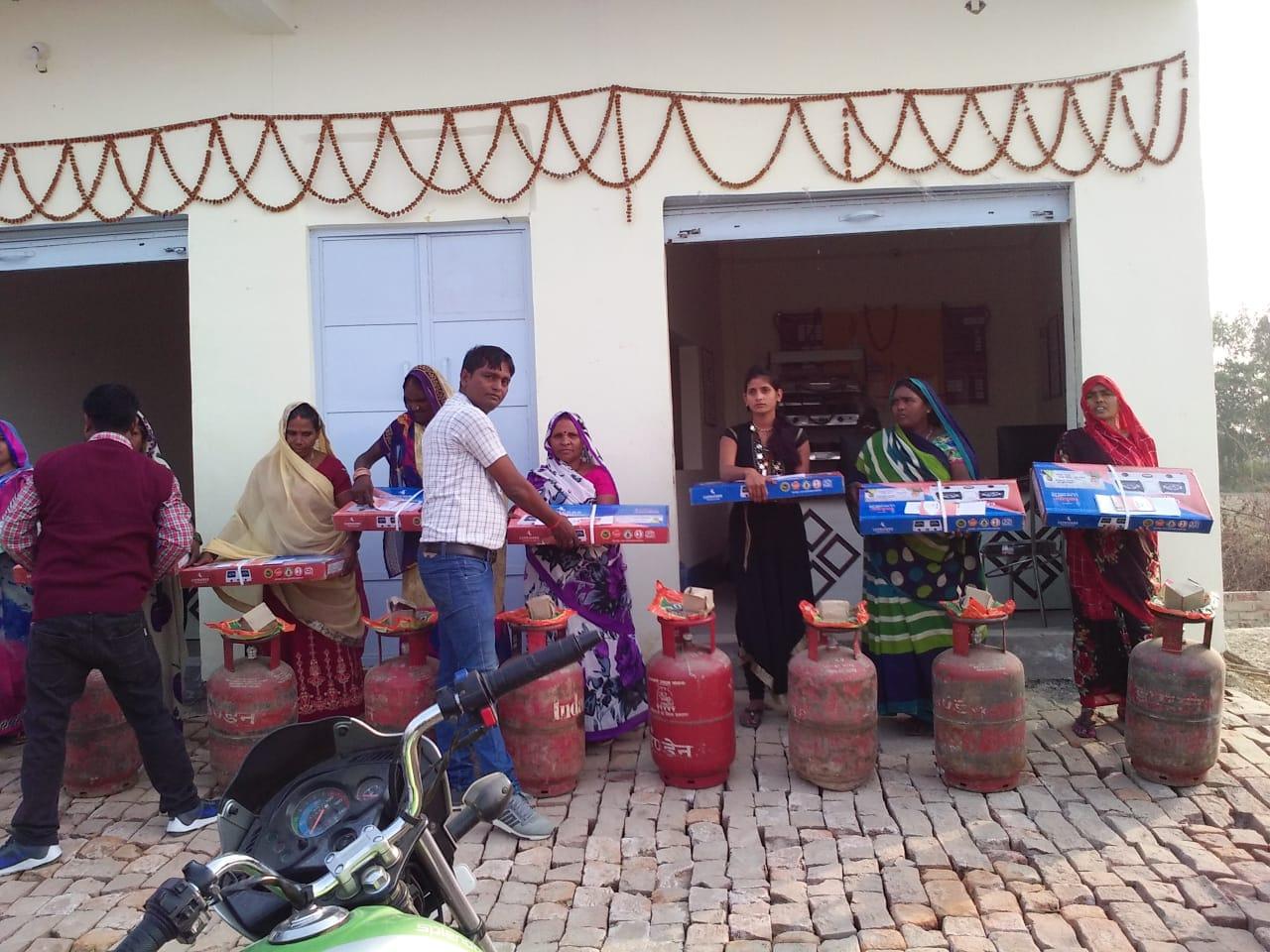 हिंदी समाचार | ग्राम सभा बभनियाँव में हुआ गैस बितरण