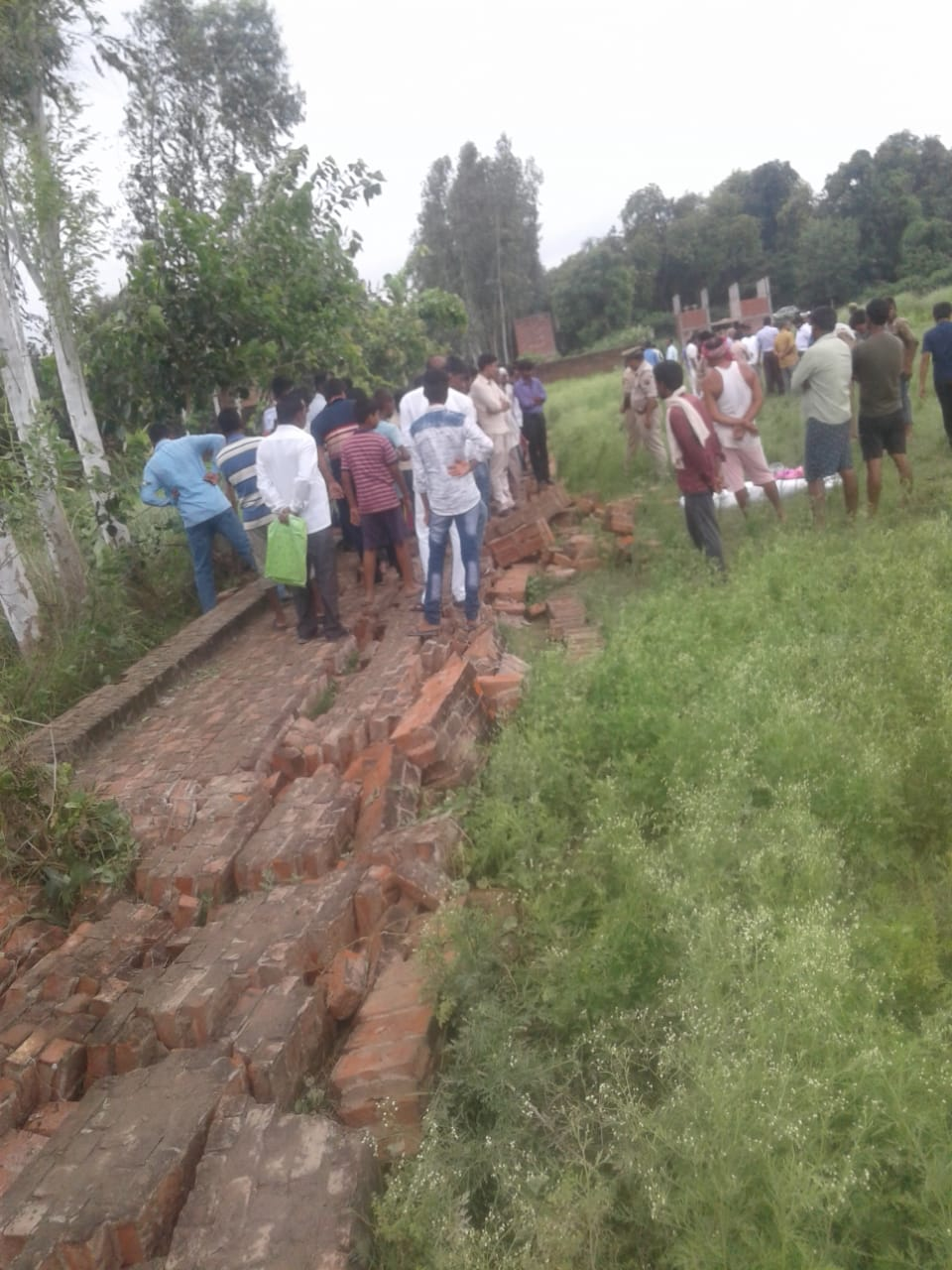 हिंदी समाचार | कादीपुर में दीवार ढहने से युवक की दर्दनाक मौत