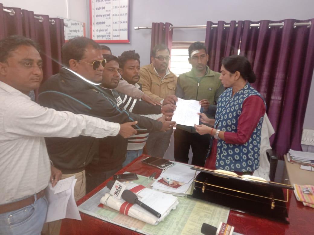 हिंदी समाचार |जिले के पत्रकारों के ऊपर रेत...
