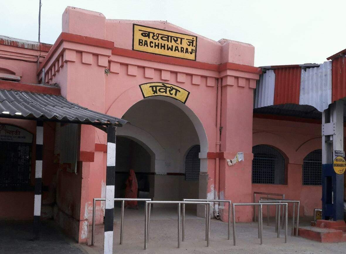 हिंदी समाचार | रेलवे लाइन पार करते अधेड़ की...