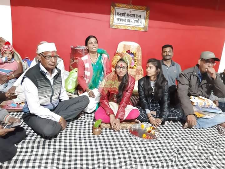 हिंदी समाचार | पगड़ी बांधकर समाज ने बहादुर बेटी का बढ़ाया हौसला