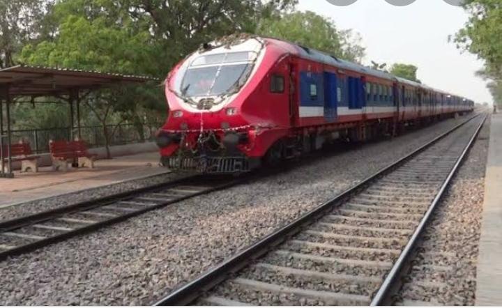 हिंदी समाचार  ज्ञानपुर रेलवे स्टेशन पर डेमू...