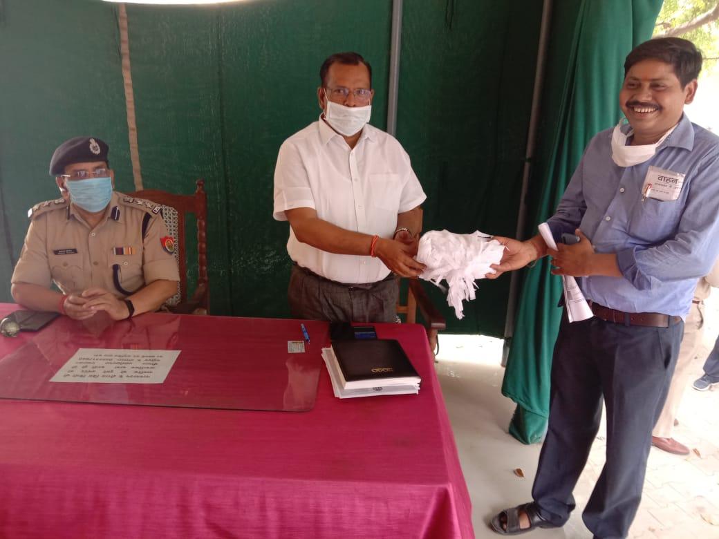 हिंदी समाचार |कोरोना से बचाव के लिए दिलीप...