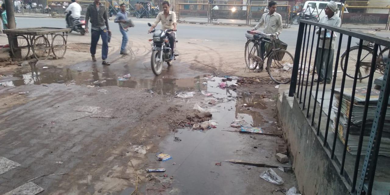 हिंदी समाचार |जल निगम द्वारा खोदे गए गड्ढे...