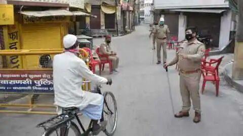 हिंदी समाचार  हाॅट स्पाट इलाके के चारो ओर...