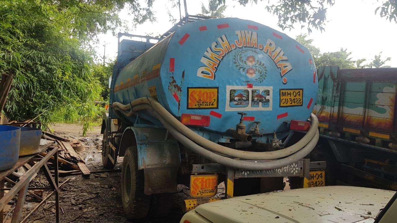 हिंदी समाचार |वेल्डिंग के दौरान पानीटैंकर...