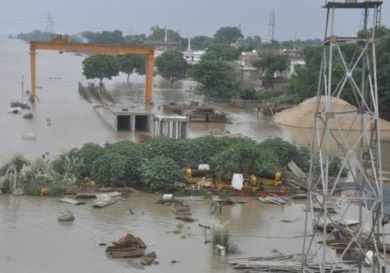 हिंदी समाचार  बाढ़ प्रभावित इलाकों में...