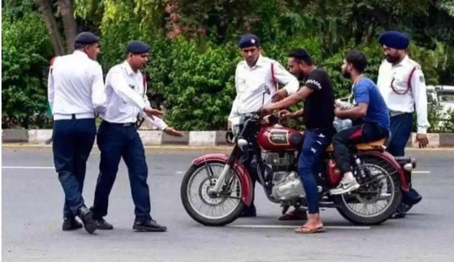 हिंदी समाचार |अब चप्पल और सैंडल भी पहन के...