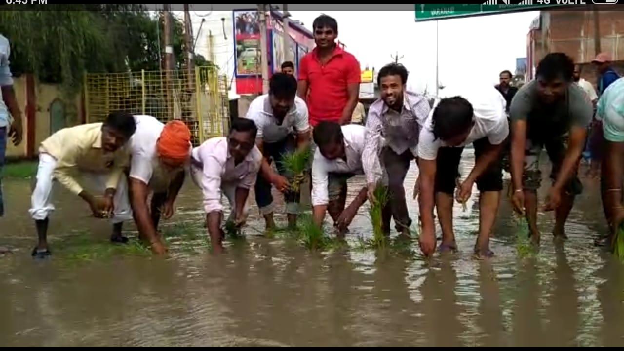हिंदी समाचार |स्टेशन रोड पर जलभराव से अजीज...