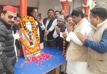 हिंदी समाचार |सपा नेताओं ने मनाई कर्पूरी...