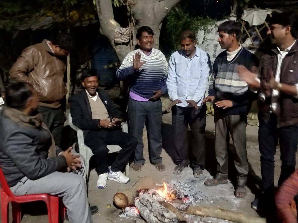 हिंदी समाचार |राजस्व निरीक्षक ने किया अलाव...