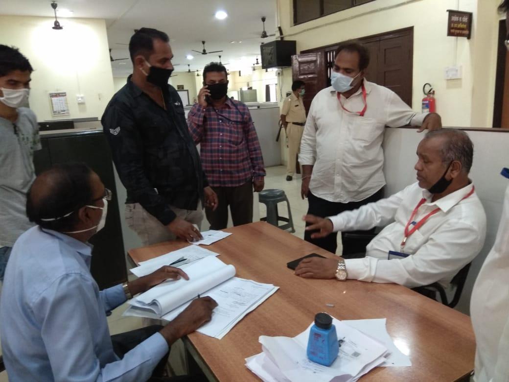 हिंदी समाचार | 60 भाजी विक्रेताओं को जारी किया...