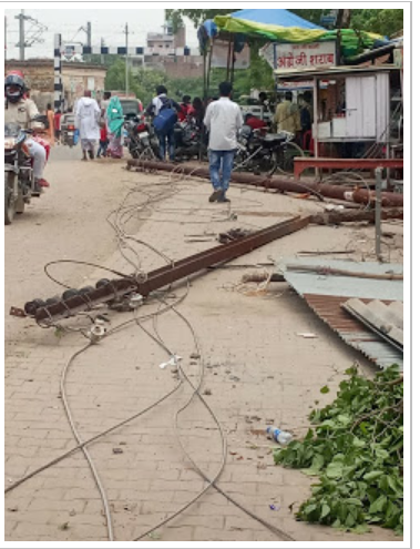 हिंदी समाचार | अनियंत्रित ट्रक ने तोड़े 5...