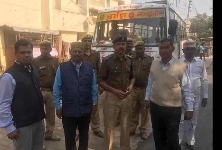 हिंदी समाचार | डग्गामार वाहनों के खिलाफ प्रशासन का चला डंडा, खदेड़े गए प्राइवेट बस, 11 वाहन सीज