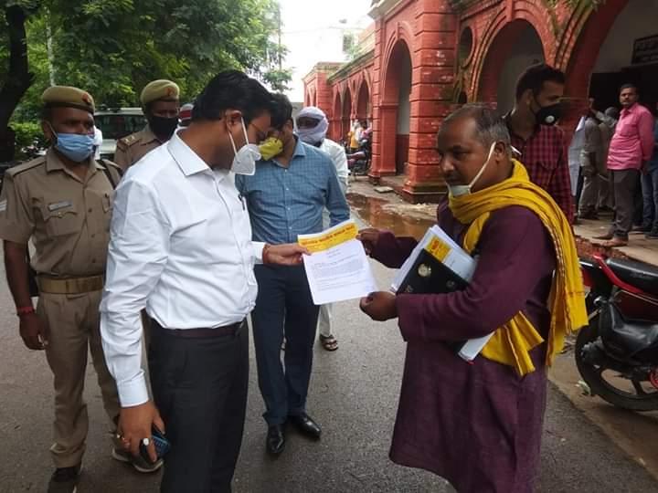 हिंदी समाचार  जौनपुर सिटी मजिस्ट्रेट को...