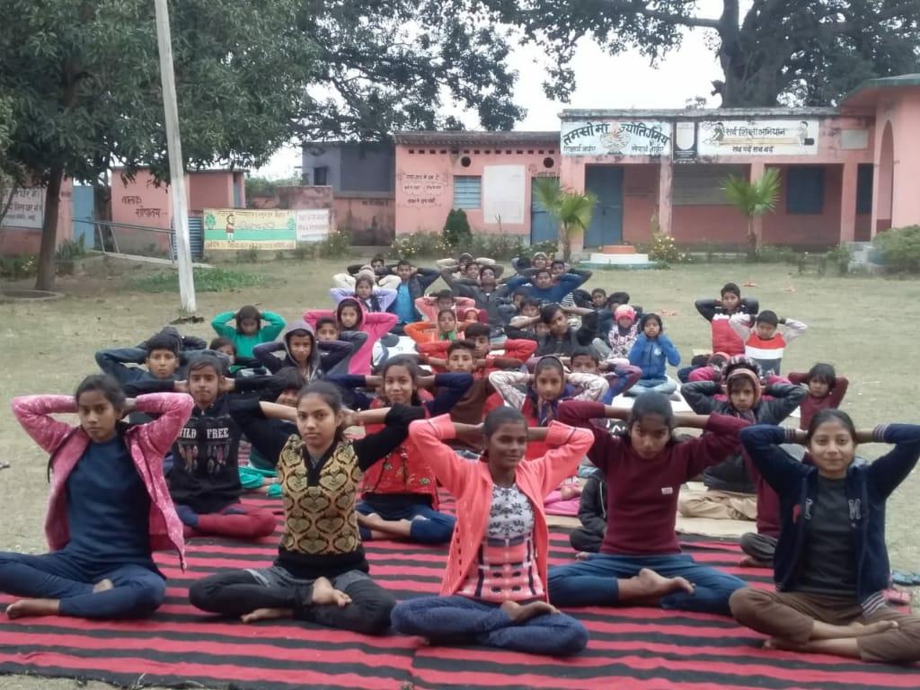 हिंदी समाचार | विद्यालय में किया गया योग...