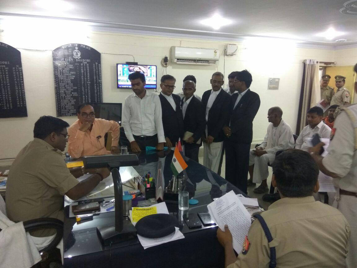 हिंदी समाचार | सुरियावां थानाध्यक्ष की दबंगई से अधिवक्ता परेशान