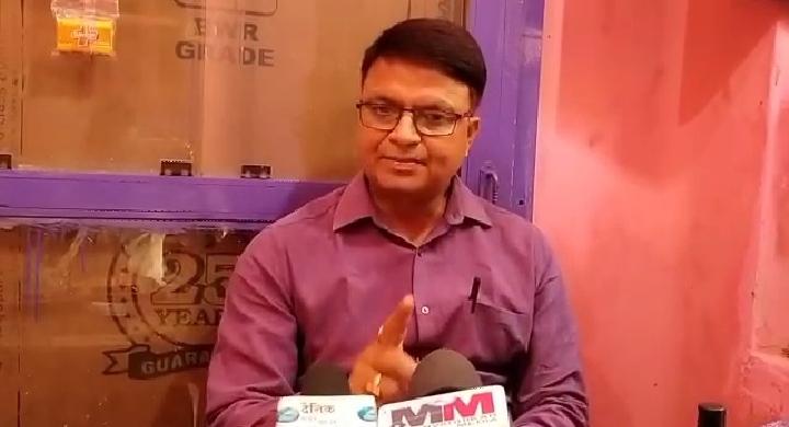 हिंदी समाचार   मास्क पहन कर दुकानदार करें...