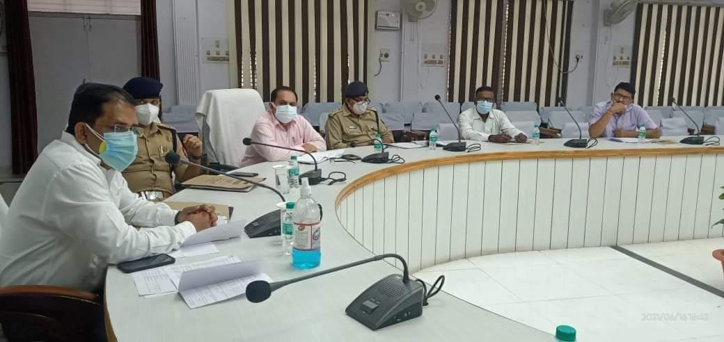 हिंदी समाचार |डीएम व एसएसपी ने बैठक कर...