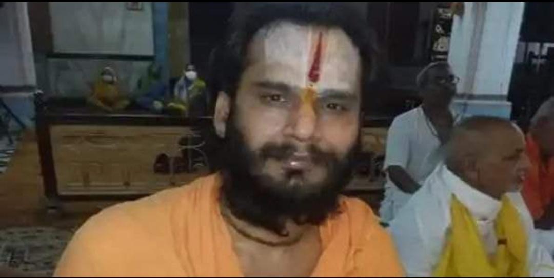 हिंदी समाचार  अयोध्या में मंदिर की छत से गिर...