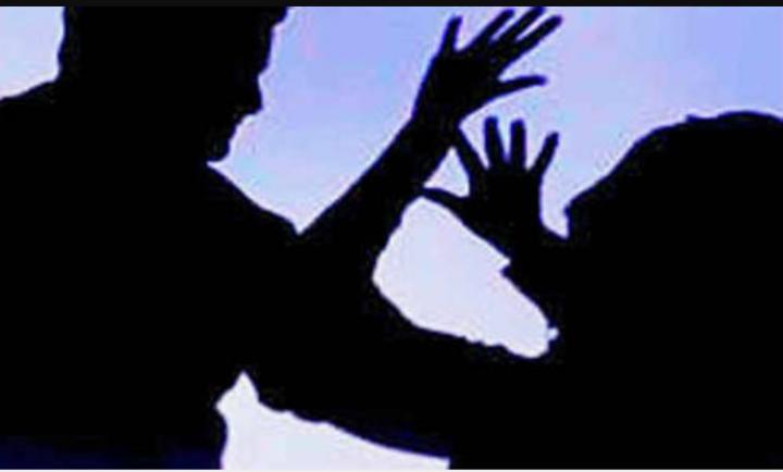 हिंदी समाचार |पत्नी की पति ने की सरेराह...
