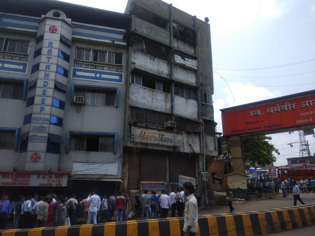 हिंदी समाचार |बिल्डिंग के पिलर में दरार से...