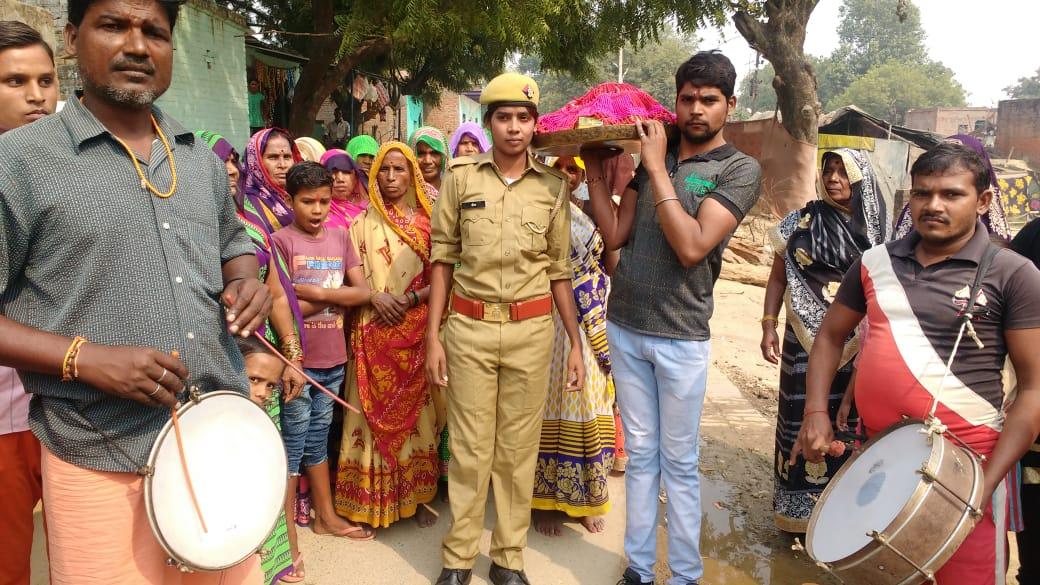हिंदी समाचार | गरीब की बेटी की पुलिस में भर्ती बेटी ने बढ़ाई गांव की शान