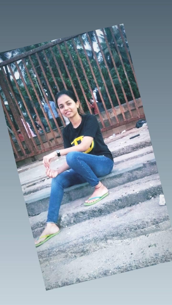 हिंदी समाचार |स्कुटी सवार युवती की सड़क के...