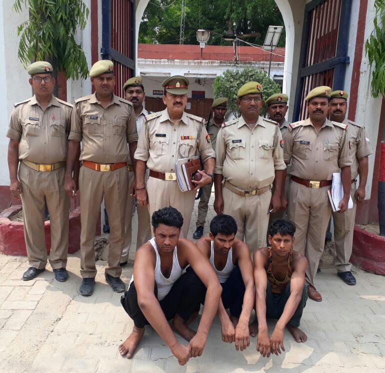 हिंदी समाचार  वाराणसी की रोहनिया पुलिस ने...