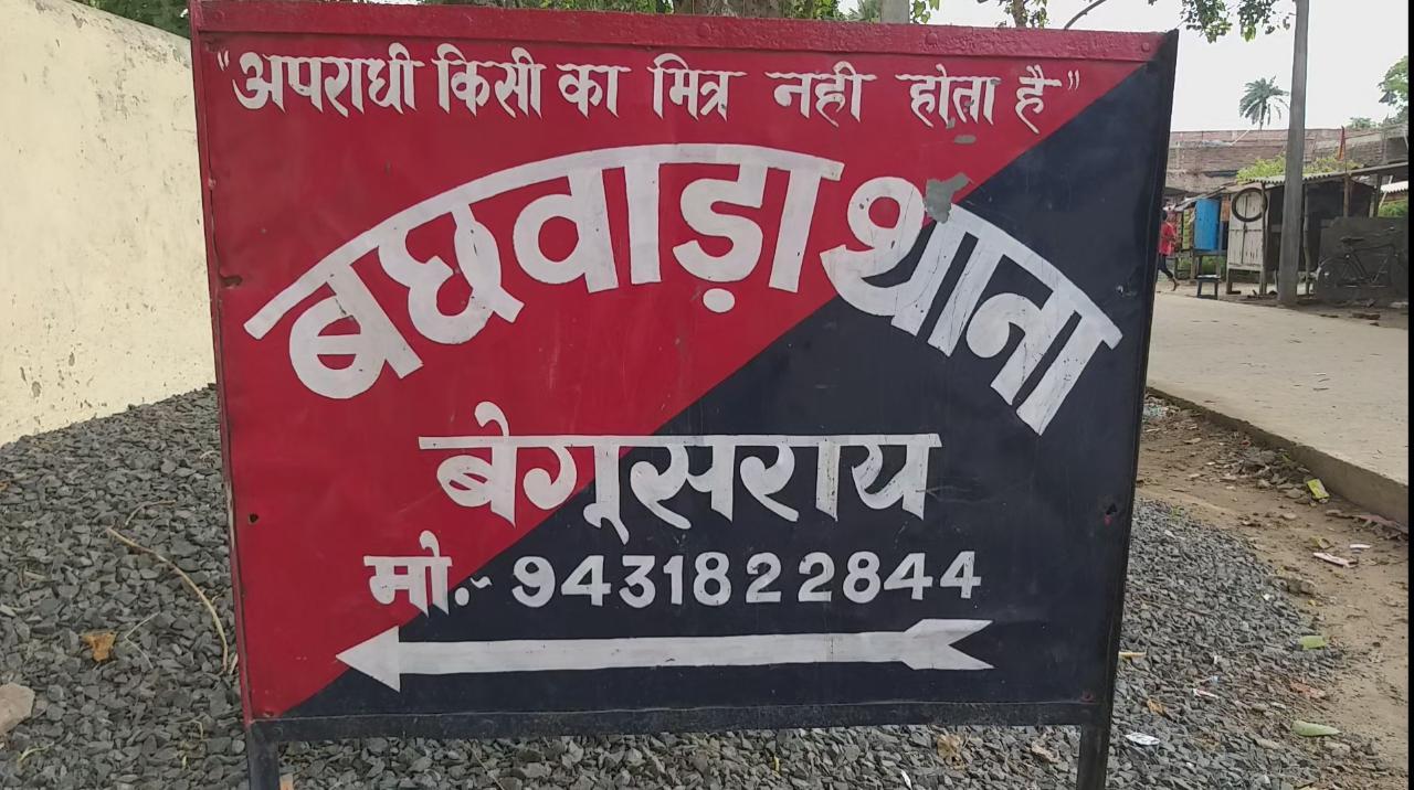 हिंदी समाचार |दरवाजे पर लगी पिकअप वाहन को...