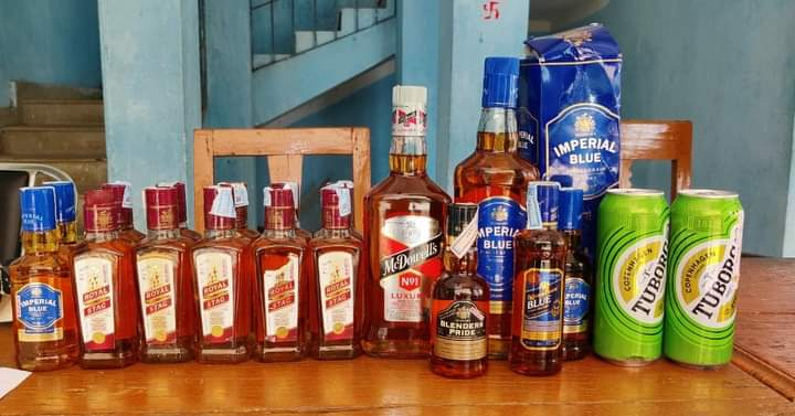 हिंदी समाचार  चकाई के मकान से 20 बोतल शराब के...