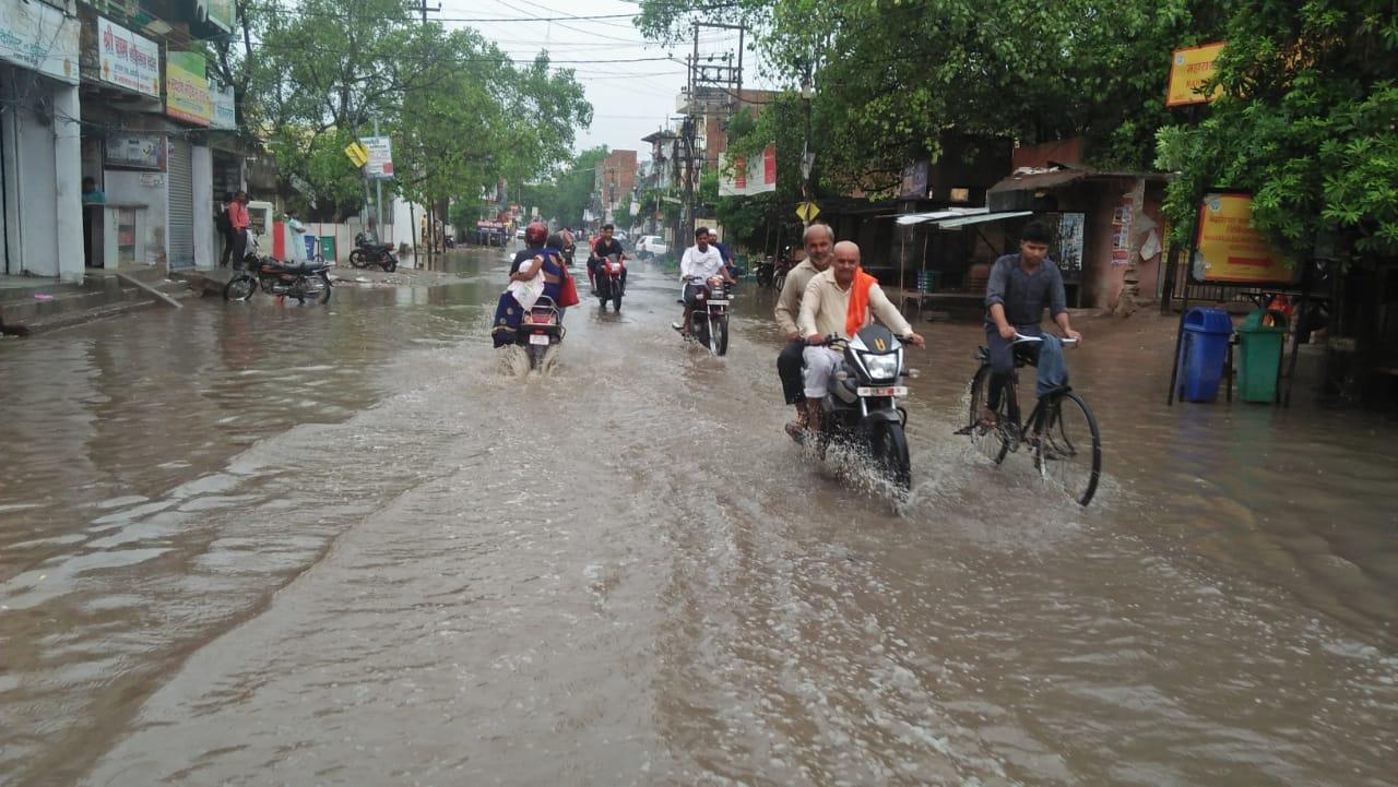हिंदी समाचार |महाराजगंज -भदोही मार्ग बरसात...