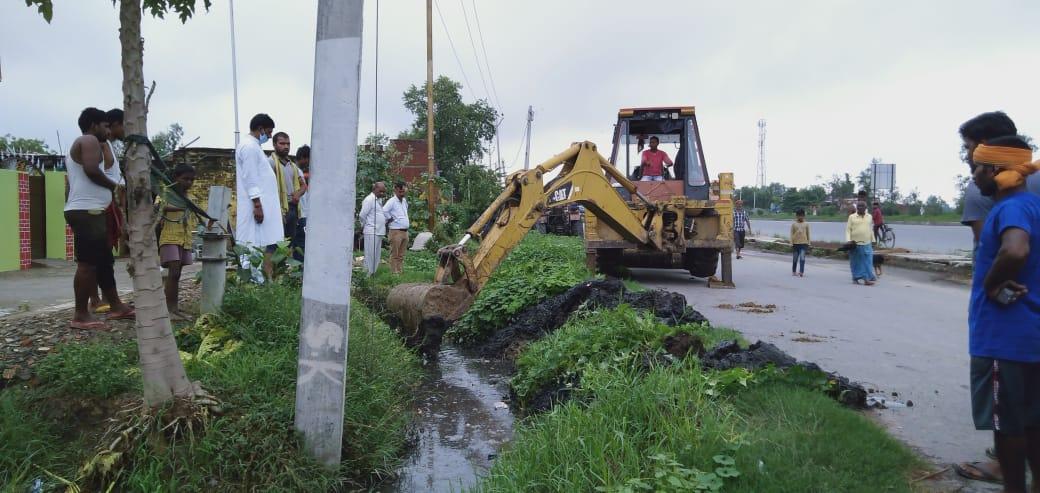 हिंदी समाचार | धनेछा गांव के गली पानी निकासी...