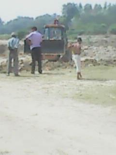 हिंदी समाचार | योगिराज में असुरक्षित महिला, दबंग प्रधान कर रहा जमीन पर कब्जा, प्रशासन मूक