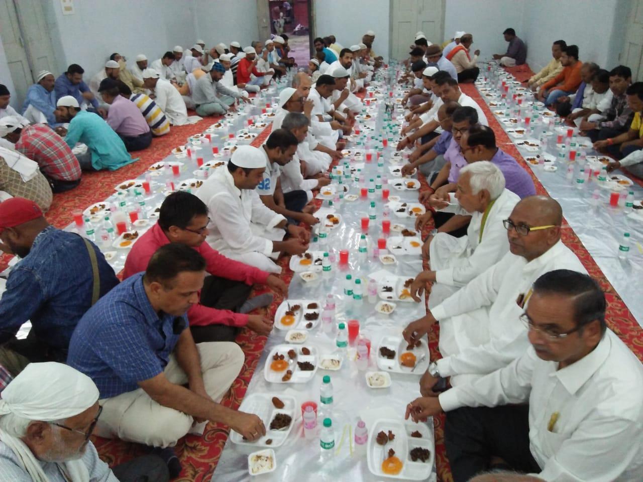 हिंदी समाचार |एकमा में आयोजित रोजा इफ्तार...