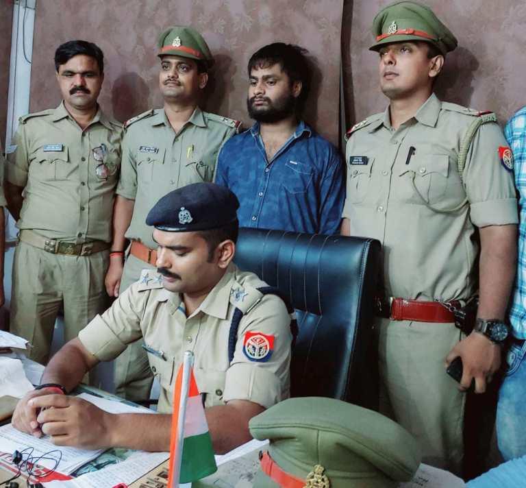 हिंदी समाचार |लंका पुलिस को चेकिंग के दौरान...