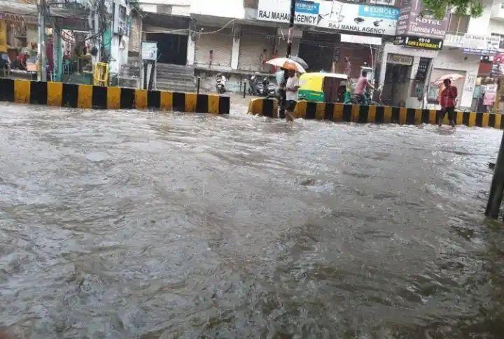 हिंदी समाचार |वाराणसी मे झमाझम बरस रहे मेघ,...