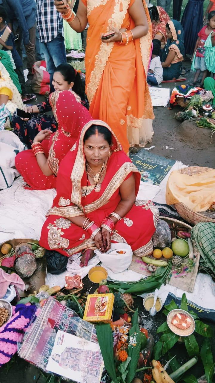 हिंदी समाचार | सूर्योपासना का महापर्व छठपूजा का तपब्रत अस्तांचल सूर्य के अर्घ्य से आरंभ, तलाबों, नदियों पर भारी भीड़