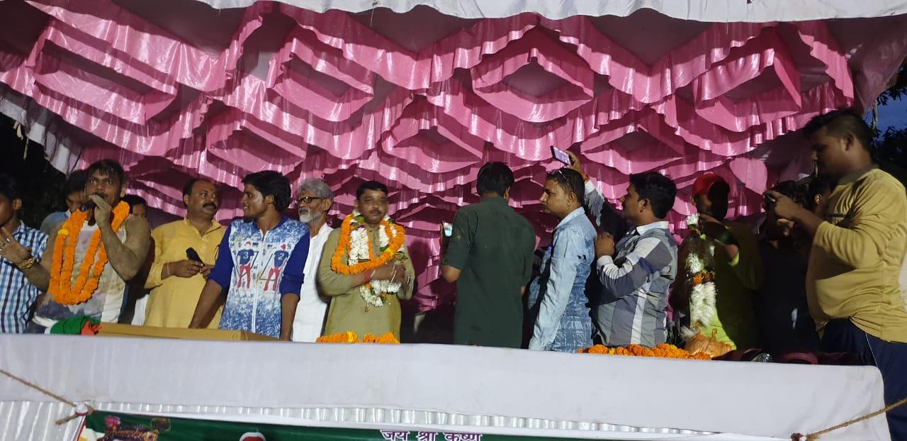 हिंदी समाचार |छात्रों ने मटकी फोड़ मनाया...