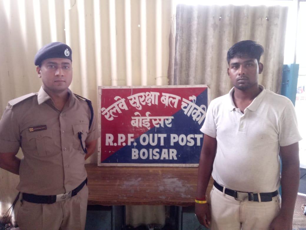 हिंदी समाचार | यमराज के हाथों से बचाई मुसाफिर की जान, बोइईसर स्टेशन पर आरपीएफ का जवान बना महाकाल