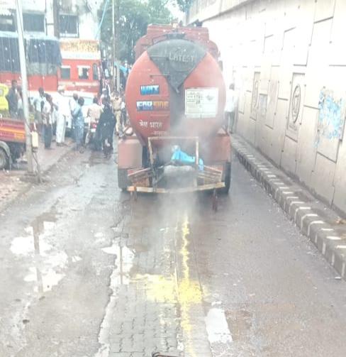 हिंदी समाचार |केमिकल से भरा टैंकर का बीच...