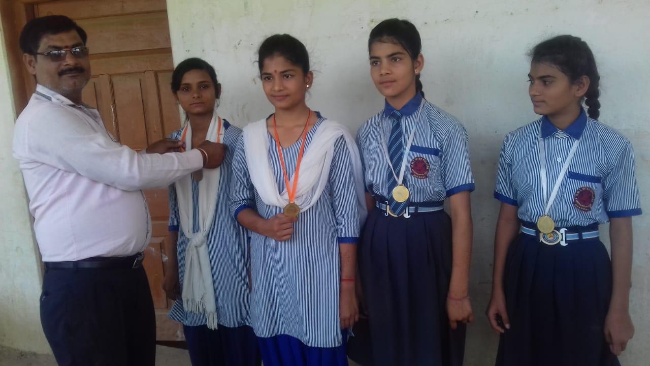 हिंदी समाचार  सफल छात्र-छात्राओं को किया...
