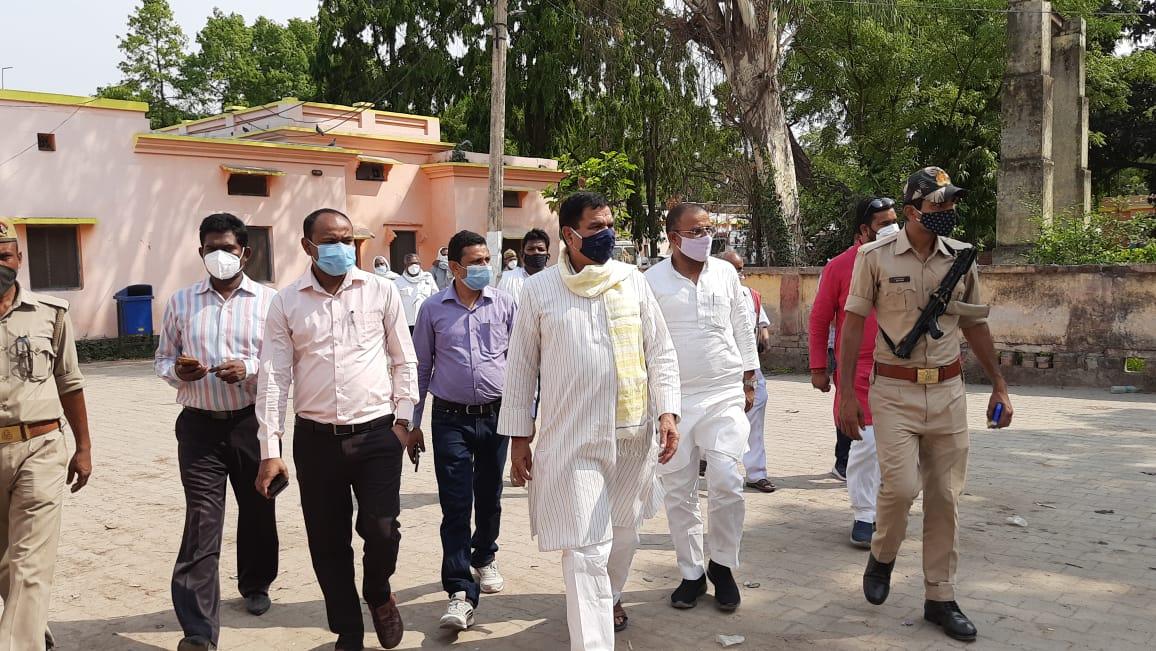 हिंदी समाचार |विधायक ने किया वैक्सिननेशन...