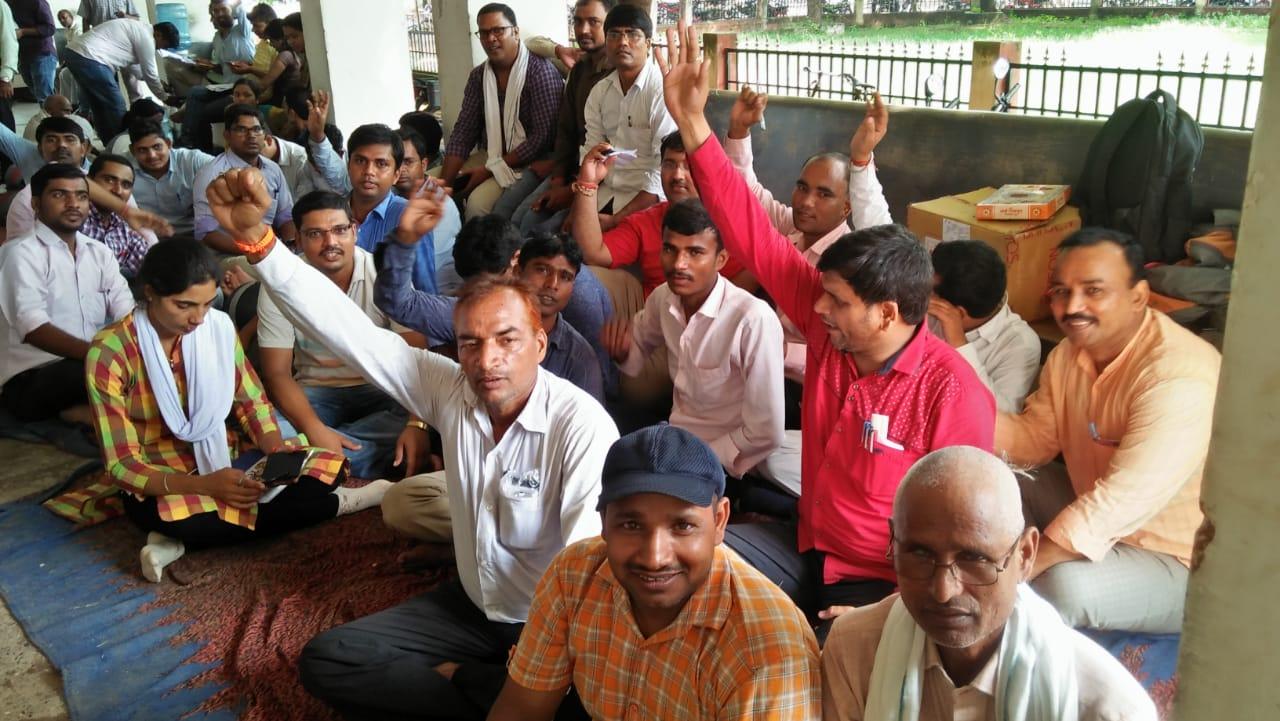 हिंदी समाचार |लेखपाल संघ ने धरना देकर...
